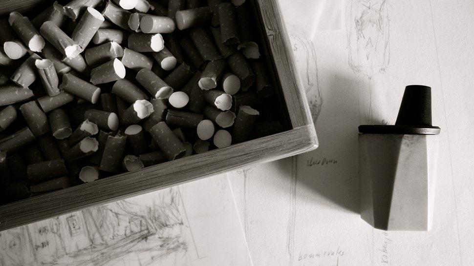 Im Atelier: Utensilien zur Säuberung der Zeichenstifte - Einar Turkowski