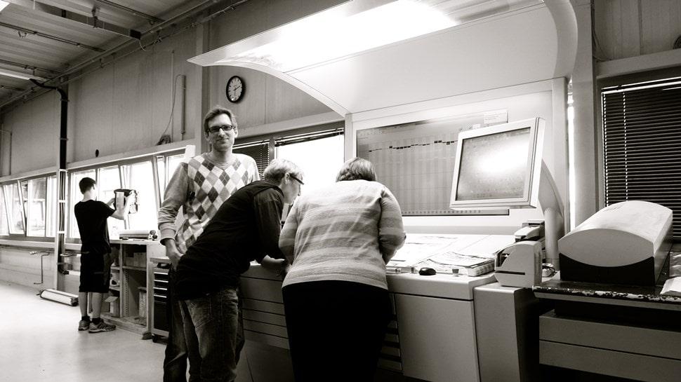 Im Atelier: Endkontrolle in der Druckerei - Einar Turkowski